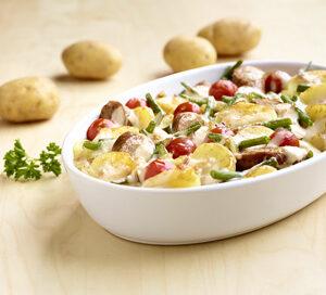 Aardappel Anders - Aardappelschotel met sperzieboontjes en braadworst